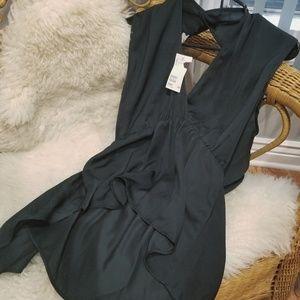 H&M sleeveless black top.
